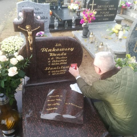 Oznakowanie grobu Stanisława Pinkowskiego na cmentarzu w Łubowie (480x640)